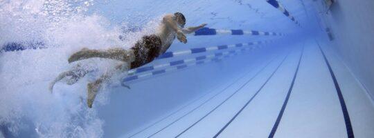 i svømmehallen